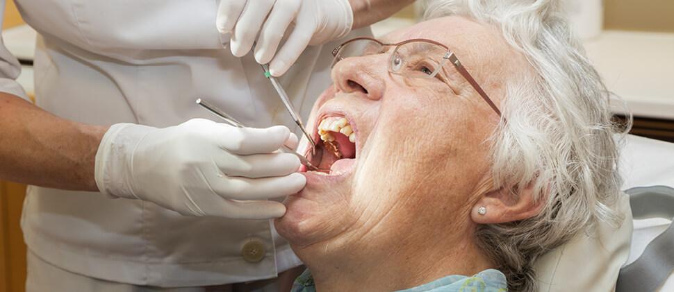 טיפולי שיניים לגיל 75