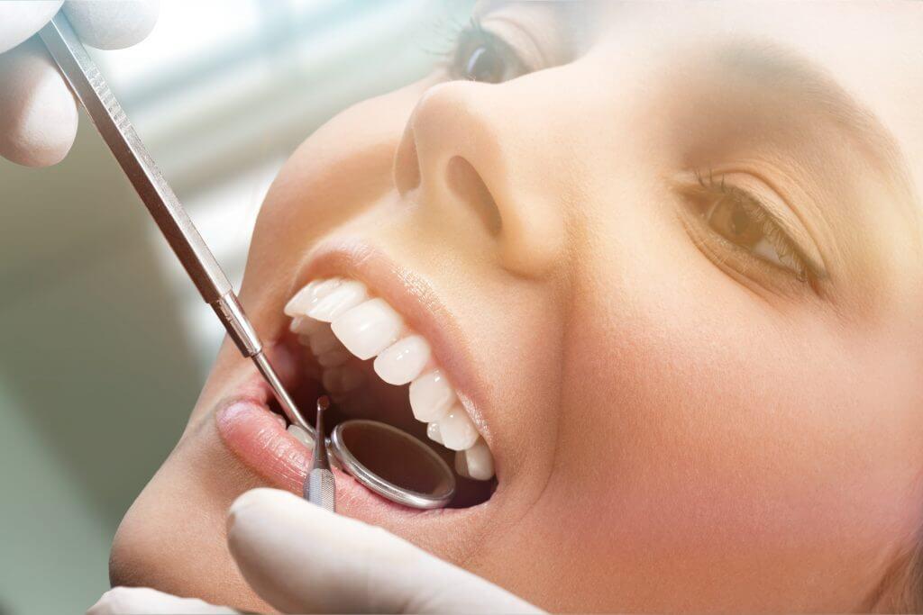 השתלת שיניים קדמיות